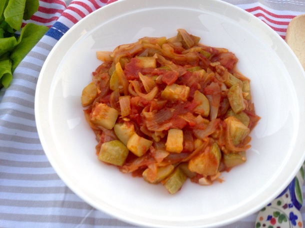 Eastern Mediterranean zucchini with tomato sauce