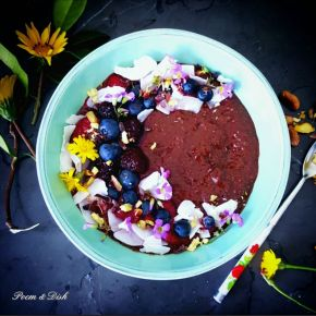 Chocolate, chia and banana bowl