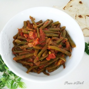 Spicy green beans and tomato